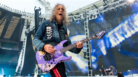 The mystery behind Kirk Hammett's taped picking hand