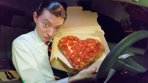 Pizza Hut Heart-Shaped Valentine's Day Pizza - Food Review