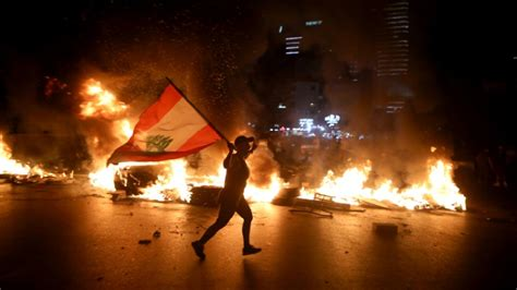 Lebanon economic crisis: Protests revive as currency keeps