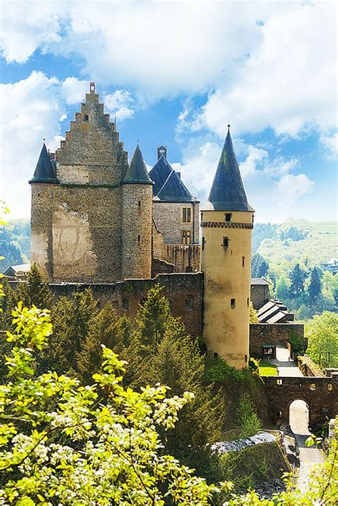 20 of the Most Beautiful Fairy Tale Castles in the World