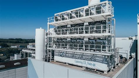 climeworks air-capturing plant takes C02 from the