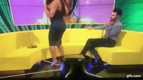 Woman's dress rips on LIVE TV WHEN SHE TRIES TO TWERK